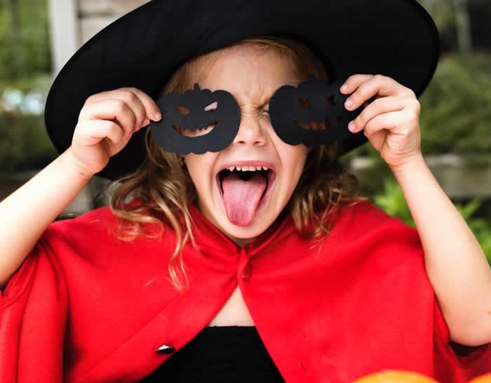 Disfraces y adornos para Halloween con cartulina